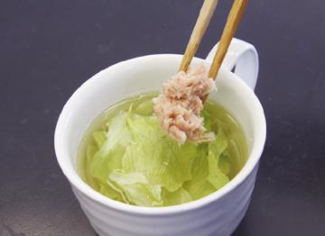 レンジで簡単!レタスのカップスープ:手順1
