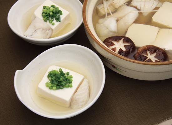 白だしで薄めるだけ♪おつゆまで美味しい湯豆腐