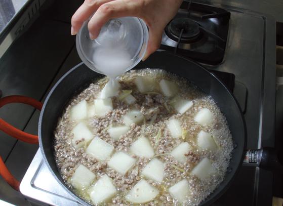 大根とひき肉のとろとろ煮:手順2