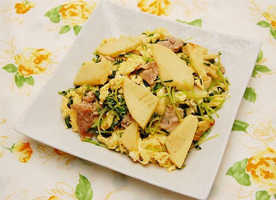 竹の子と豆苗と豚肉の玉子炒め