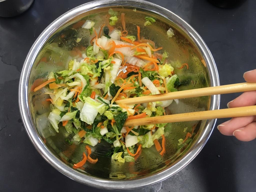 白菜と人参のさっぱり中華風サラダ:手順1
