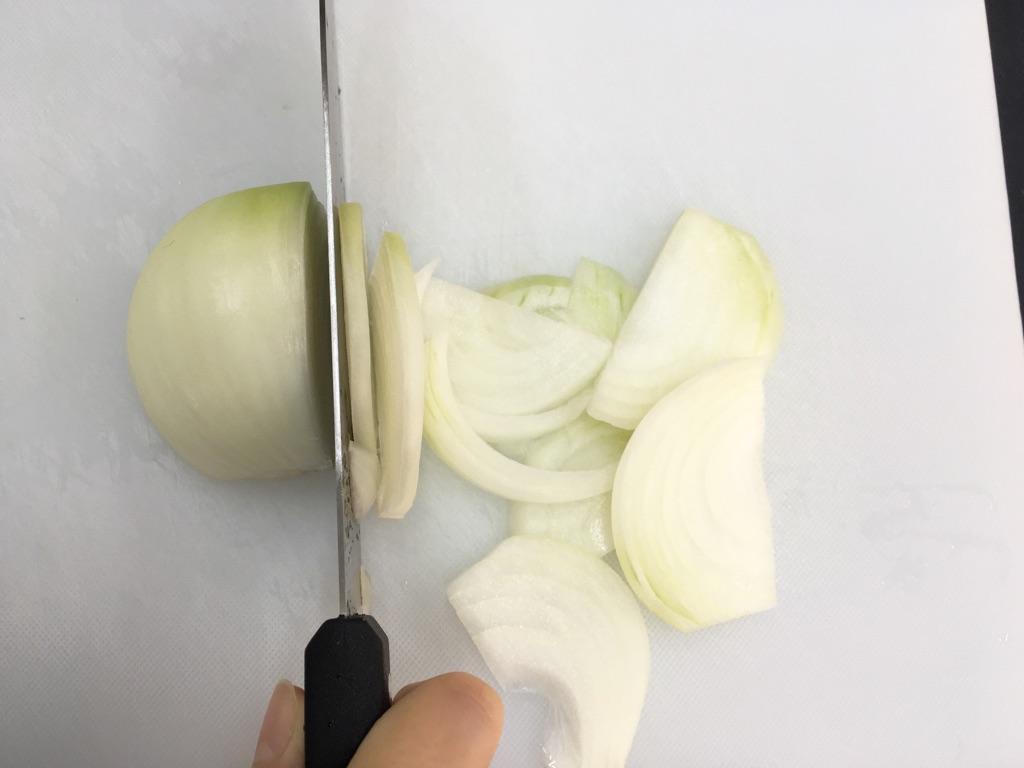 冷し中華簡単アレンジ|豚肉と玉子炒めのせ:手順1