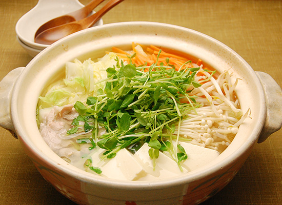 豆苗と豚肉のにんにく生姜鍋