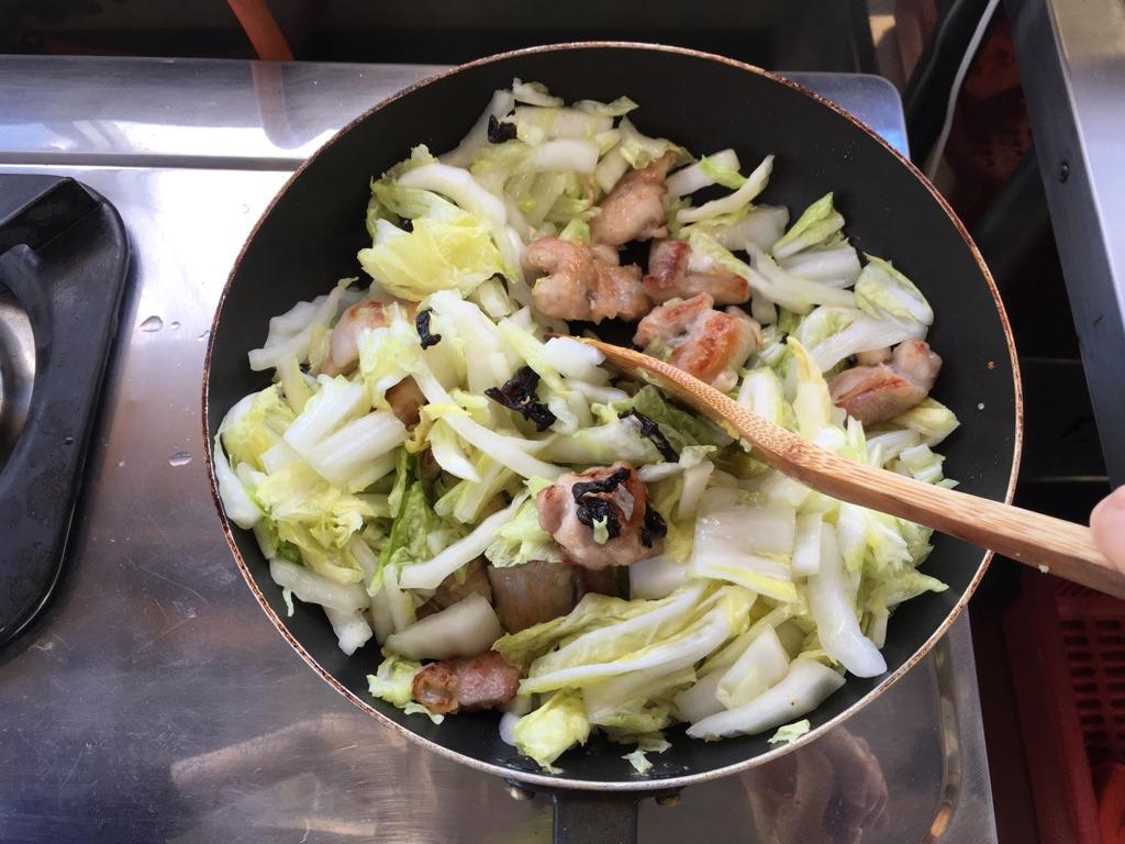 白菜と鶏肉きくらげの生姜炒め:手順2