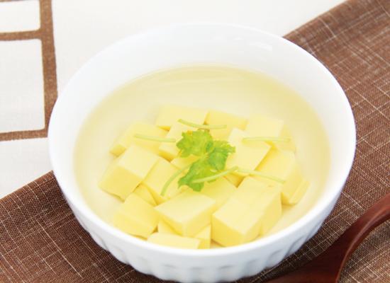 白だしを薄めるだけ♪卵豆腐の簡単スープ