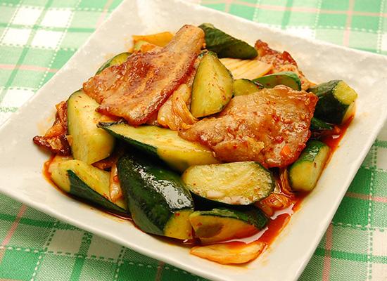 きゅうりと豚肉のキムチ炒め
