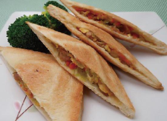 こんがりおいし~い3種の野菜のホットサンド