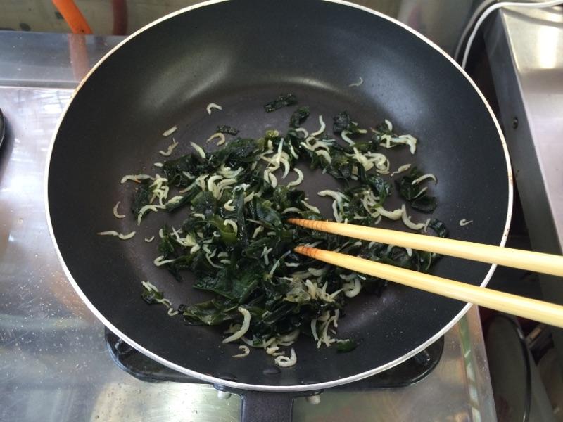 梅としらすの わかめご飯:手順1