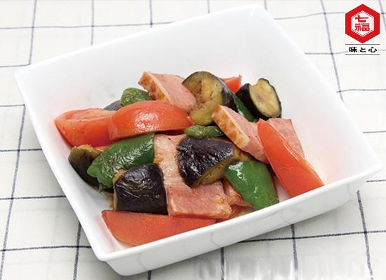 美肌レシピ|なすと厚切りベーコンのカラフル野菜炒め