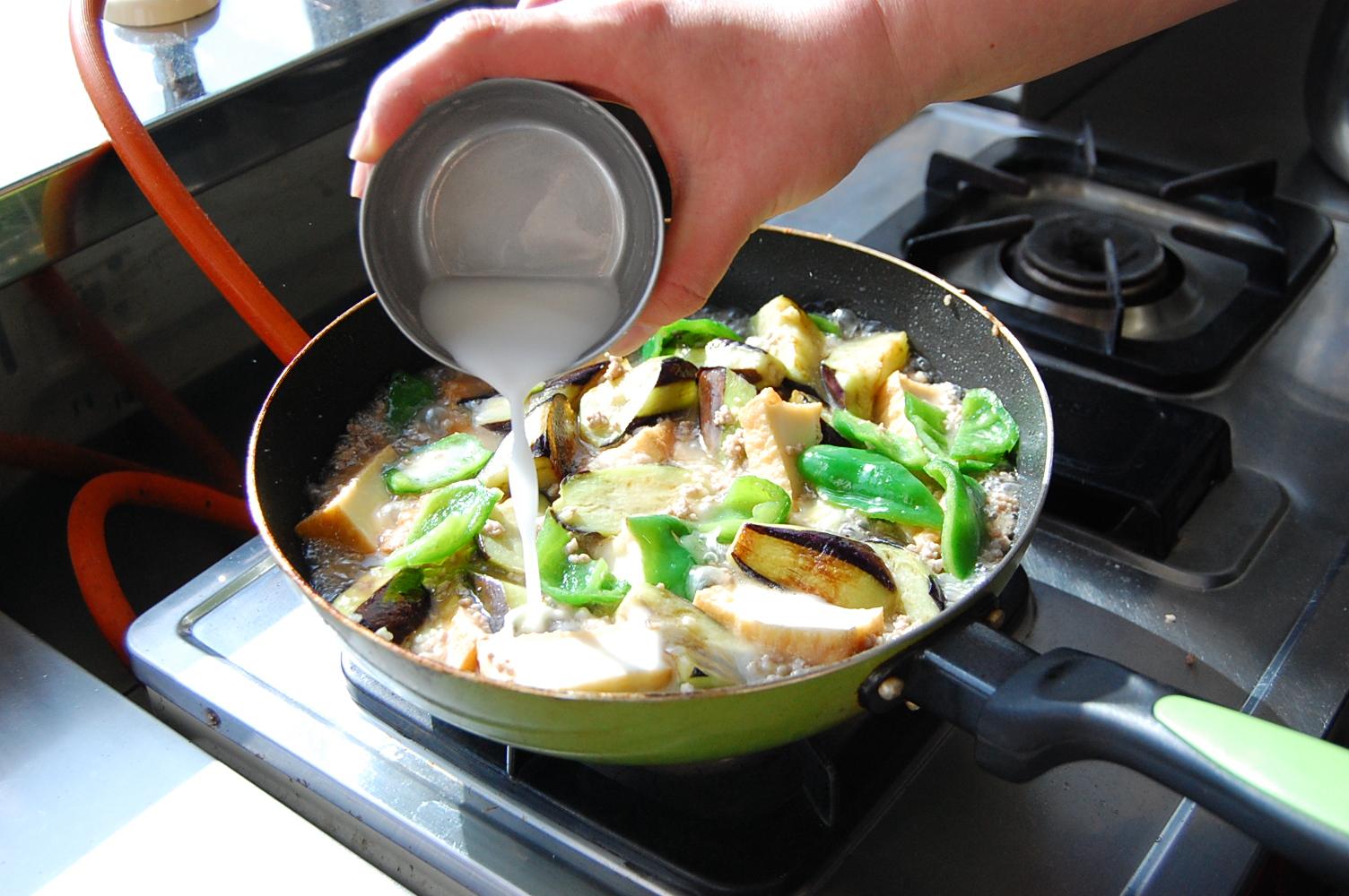 なすと厚揚げの鶏ひき煮:手順4