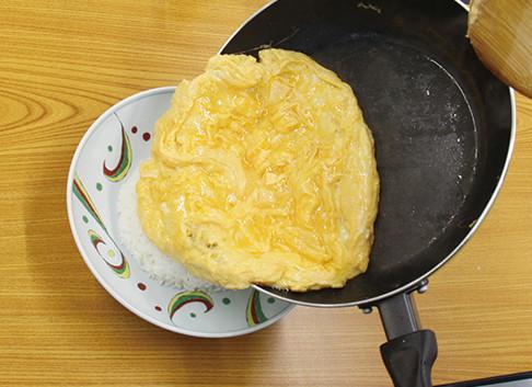ふわ~トロ~美味しい♪白だしで作る天津飯:手順3